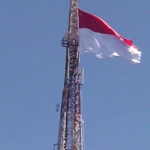 Puluhan Bendera Merah Putih Berkibar Di Tower Kediri