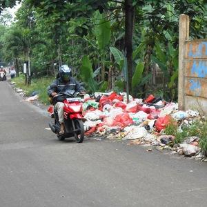 Bukan Cuma Koruptor, Pembuang Sampah Sembarangan Juga Bisa Kena OTT