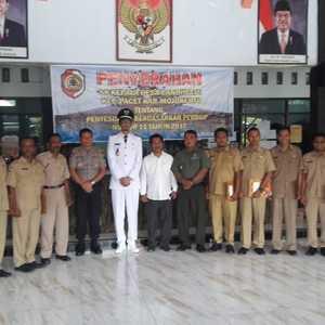Penyerahan SK Penyesuaian Jabatan Perangkat Desa Disaksikan Danramil 0815/16 Pacet