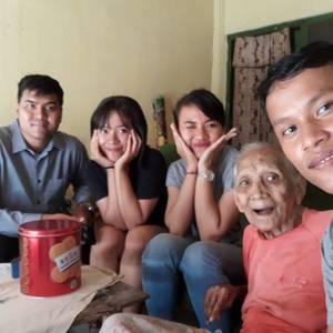 Jenguk dan Rawat Nenek Ubud, Komunitas KNB Berbagi Kebahagiaan