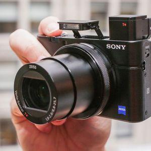 7 Tips Mencari Kamera untuk YouTuber Pemula
