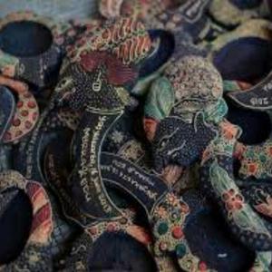 Berburu Batik Kayu Krebet