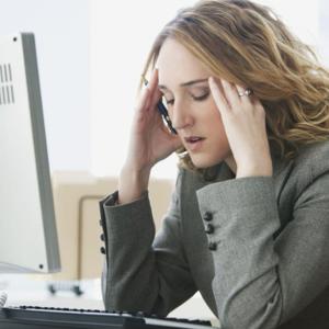 Terlalu Lama Melihat Monitor Terkadang Bikin Pusing atau Mata Gatal?