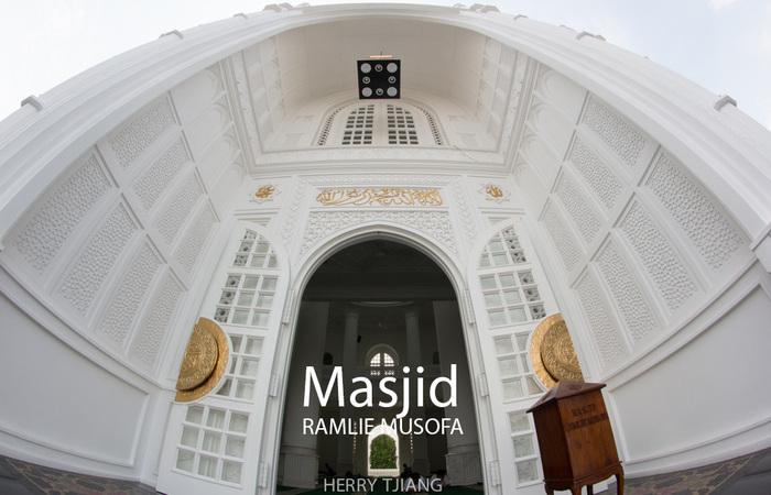 Masjid Ramlie Musofa - Masjid indah Ala Taj Mahal itu Ada di Jakarta