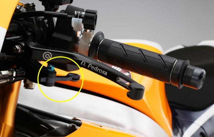 "Fungsi ""Thumb-Brake Button"" pada MotoGP"