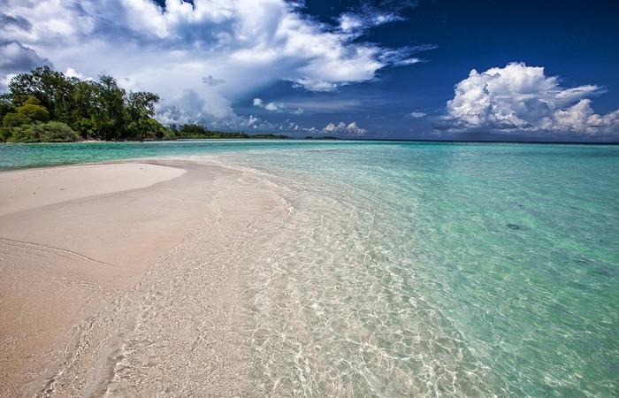 Pantai Lebih Dengan Sejuta Kelebihan