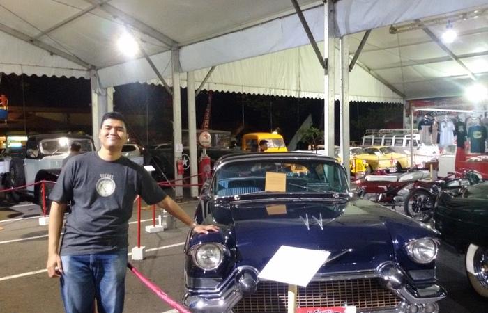 Melihat Lebih Dekat Pameran Kendaran Mobil Tua di Kota Denpasar