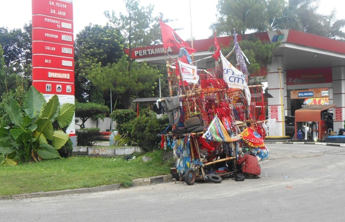 Kisah Petualangan 'Vespa Sampah' di Jalanan; Peduli Lingkungan dan Jiwa Sosialnya Tinggi