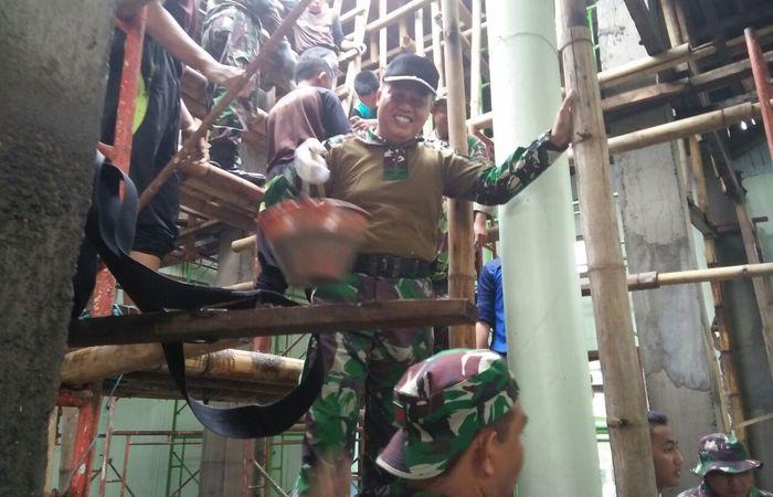 Gotong Royong Wujudkan Kebersamaan Karya Bakti di Masjid Ar Ridwan