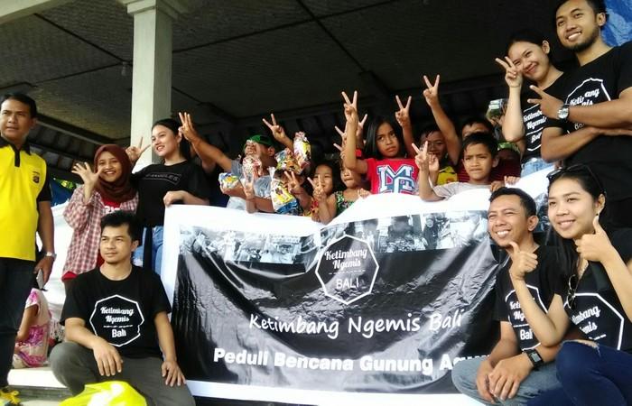 Rangkul Pengungsi Erupsi Gunung Agung, Komunitas KNB Lakukan Pengabdian Masyarakat