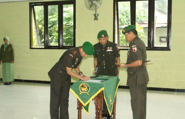 Tongkat Komando Kodim 0809 Kediri Berpindah Tangan Kepada Letkol Kav Dwi Agung Sutrisno