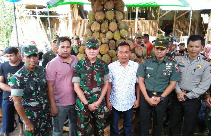 Bangga Produk Lokal Lewat Tradisi Belah Durian