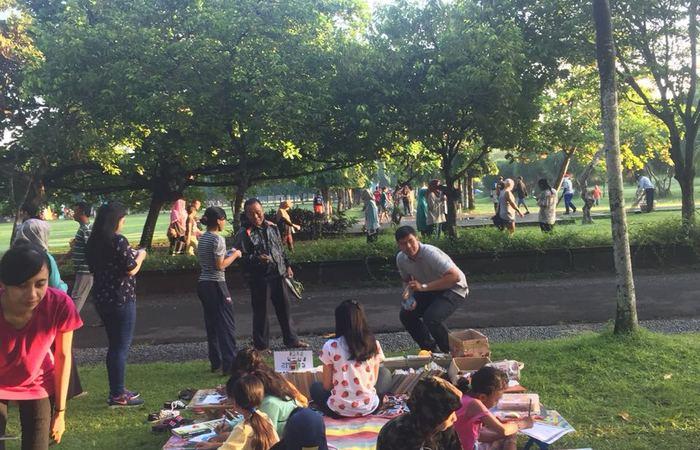 Ajak Pengunjung CFD Baca Buku Gratis, Komunitas GPAN Bali Adakan Perpustakaan Kaget