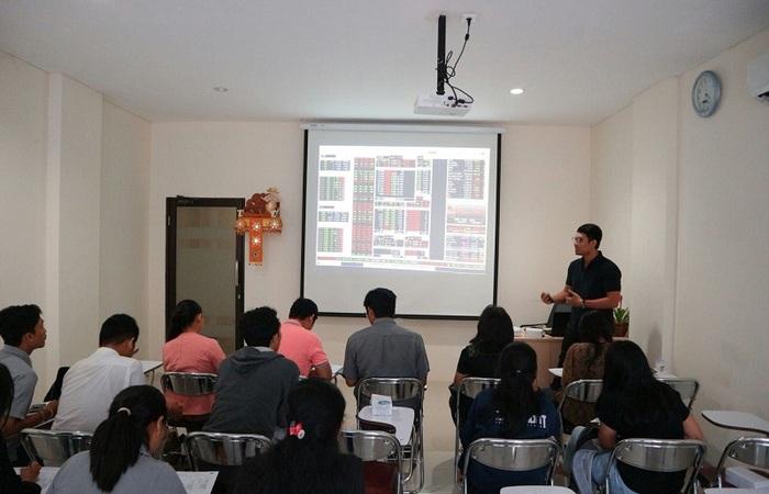 Mahasiswa dan Masyarakat Bali Buktikan Nabung Saham Itu Mudah
