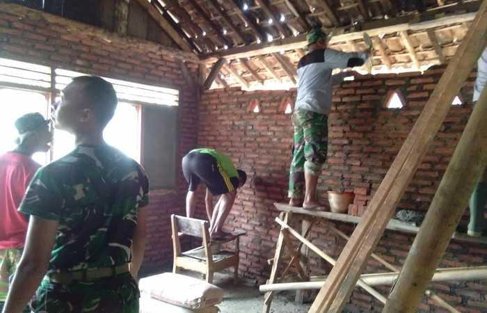 Satgas TMMD Mojokerto Maksimalkan Penggarapan Bedah Rumah Mbok Wati