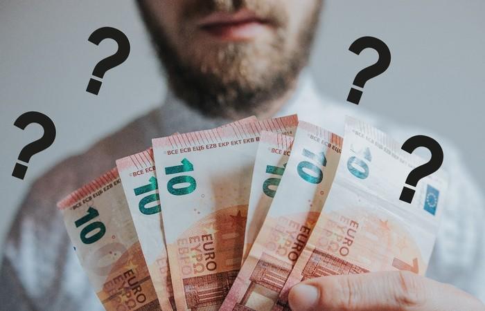 Karyawan Baru : Tanggal masuk berbeda tetapi gaji sama ???