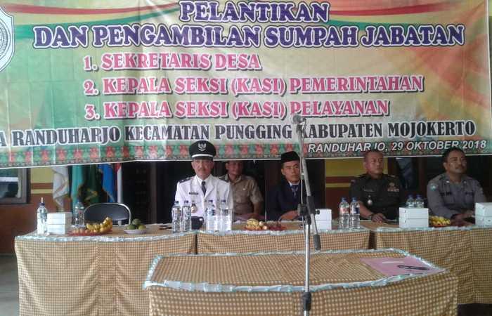 Kompak Danramil 0815/11 & Forpimka Pungging Saksikan Pelantikan Tiga Perangkat Desa