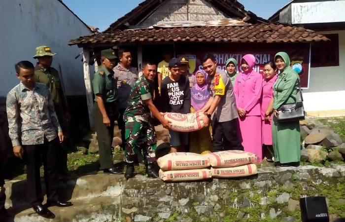 Bakti Sosial Sinergitas TNI – Polri Sasar Bedah Rumah Warga Kutorejo