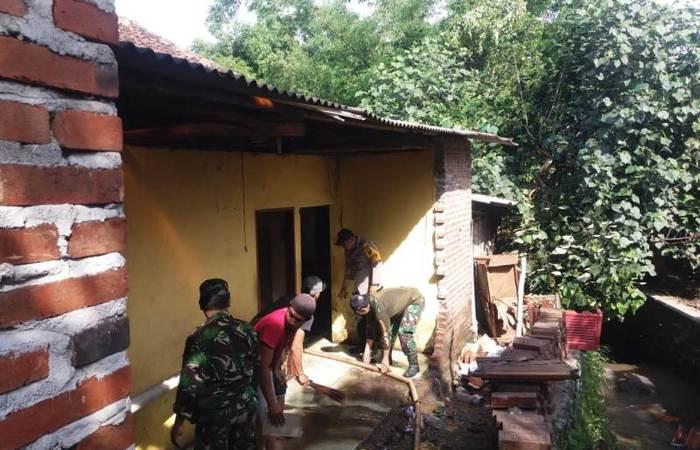 Koramil 0815/16 Pacet Bersama Instansi Terkait Karya Bakti Di Dua Lokasi Terdampak Bencana