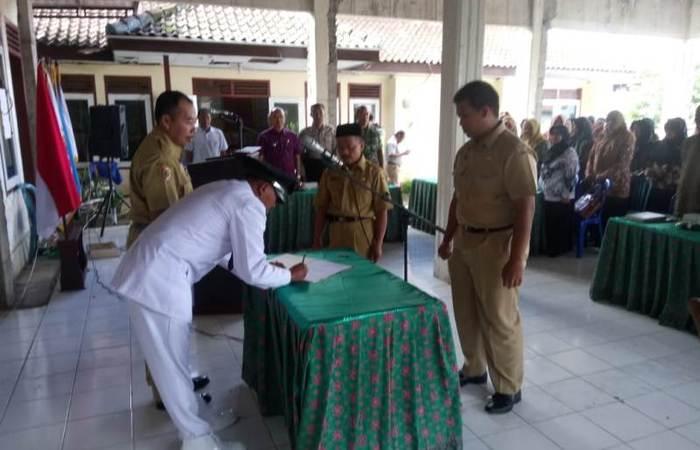 Danramil 0815/17 Trawas Saksikan Pelantikan Perangkat Desa Jatijejer