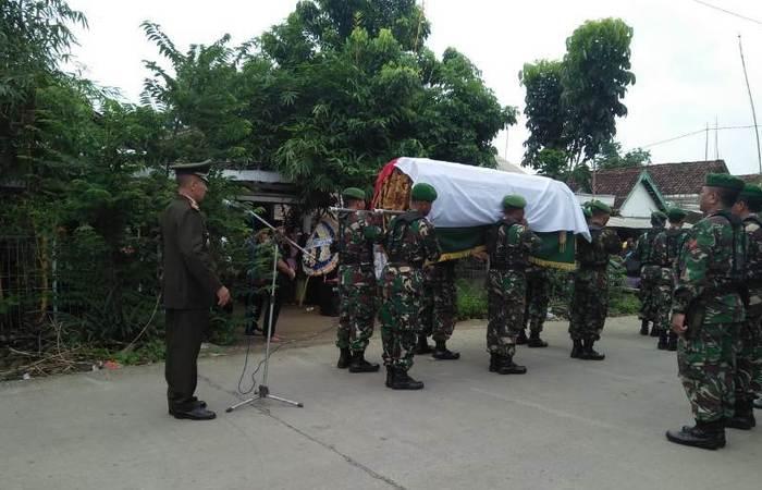 Danramil 0815/03 Sooko Irup Pemakaman Veteran Pembela Kemerdekaan